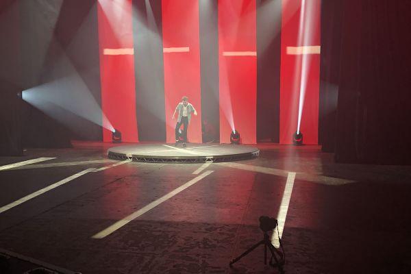 robe-lighting-promotional-videoA4F0F173-FFDE-6C1D-3C71-D58499F39AF5.jpg